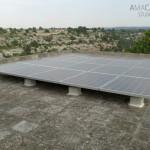 Impianto fotovoltaico orizzontale che alimenta il fabbisogno dell'abitazione